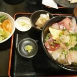 Akihabaragyokoukaikai - おまかせ海鮮丼