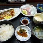 お食事処 潮騒 - 焼き魚定食(刺身付)1480円