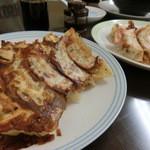 ホワイトハウス - 料理写真:牛筋餃子とネギ餃子