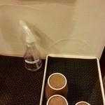 露菴 - 待ってる方へのお茶のサービス
