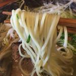 44525042 - 麺は、ややウエーブのある中細麺