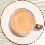 ル カフェ パフューム - ケーキセット 780円 のカフェオレ