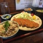 かしわ家 - お昼の定食のかしわ飯セット¥880(チキンカツで)