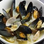 Barta - アサリとムール貝の白ワイン蒸し