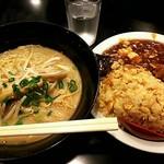 鴻盛園 - とんこつラーメン定食650円
