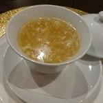 SESSION - 衣笠茸と魚の浮き袋の卵白スープ