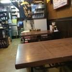 やまがた - 店内奥のテーブル席