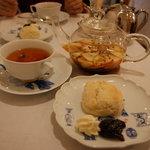 紅茶専門店 Anna Maria - アップルティーとスコーン