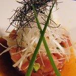ぞろ目家 - 芸術的なマグロと長芋のユッケ 666円