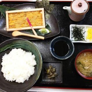 うに丼(味噌汁付き)…2,200円