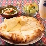 Asian Dining HARIOM - 料理写真:チーズナンセット