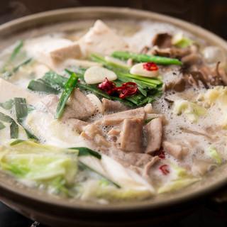 「牡蠣鍋、鶏塩ちゃんこ鍋、和牛もつ味噌生姜鍋」の三種類の鍋