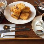 珈童 - 料理写真:珈琲+フレンチトースト。