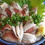 和食レストランとんでん - いわしの刺身のアップ