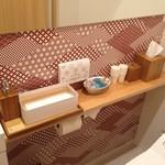 銀座 すが家 - その他写真:女性に優しい感じのお手洗い。アメニティも充実!