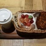 Rcafe - ぶどうのデニッシュ:216円&いちじくのクロッカン:194円&ホット珈琲レギュラー:162円