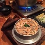 個室居酒屋 美濃や - 鷄の炊き込みご飯は釜めしスタイルで熱々でいただける