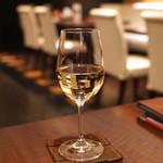 赤坂 津つ井 - 白ワイン (バルティビエソ シャルドネ セントラルバレー チリ)