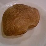 ラ リベラ - 自家製全粒パン