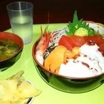 グリーンコート - 海鮮丼大盛