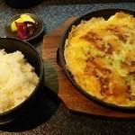 お好焼き 鉄板焼 と - 白ご飯と豚のお好み焼き