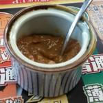 山岡家 - 陶器に入れられた梅肉