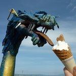 4457388 - 竜にソフトクリームをあげる