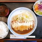 手づくり洋食屋 手塚 - ポークカツレツチーズ乗せ焼き(900円)