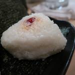 隼 - 炊きたてご飯のおにぎり(明太子・すじこ)&こだわりの味噌汁 ズームアップ