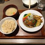 泥武士 - ナチュラルポークのきのこハンバーグ定食1300円