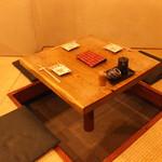 まんまや 和坐 - 小テーブル(3~4名席)です。宴会時は間仕切りを外して対応させて頂きます。