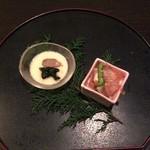 梅田・隠れ家個室居酒屋 匠 - 松茸添え冷製玉子豆腐(左)と高野豆腐の含め煮(右)