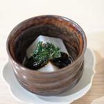 AKOMEYA厨房 - お通しの大根の赤味噌掛け