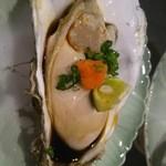 旬のKURA 一徹 - 昆布森 仙鳳趾 殼付き牡蠣
