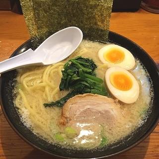 横浜家系ラーメン 檜家 - 家系塩ラーメンに味玉トッピング(^_^)