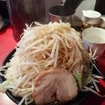 麺や 唯桜 - ラーメン(中) ヤサイチョイ増し半分、ニンニク増し、アブラ増し、カラメ