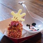 カスバ・フードコート - ストロベリーチョコレートとアーモンドのプチケーキ、スーベニアレンゲスプーン付き(¥500)