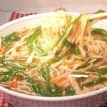 鳳春 - 美人ラーメン=青椒肉絲麺=鳳春麺。。。野菜の量は約200g