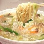 鳳春 - とろみ野菜ラーメン=野菜の量は約300g