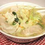 鳳春 - 水餃子タンメン=餃子の肉汁が混ざって一味上昇!!。。。野菜の量は約280g