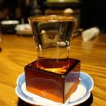 秋田長屋酒場 - 並々と注いでくれます。