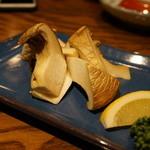 秋田長屋酒場 - 白神山地のアワビ茸