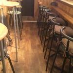 居酒屋 飛躍虎 - 5年前のオープン時は立ち呑みでしたが、スグに椅子をご用意しました♪