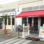 テディーズビガーバーガー 横浜港北ノースポートモール店 - 11月にオープンしたばっかりのピカピカのお店。                             横にとっても長いんです。一枚で収まりきらなかった。