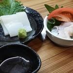 飲み食い処ゆるりや - 真イカとヒラメのエンガワの刺身