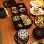 鮨豊 - お袋がいただいたのは、鮨豊弁当1570円(込み)です(2015.11.19)
