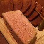 ビストロ アンバロン - 人気ナンバーワンの前菜のパンデピスと白レバーのムース