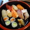 博多銀丁 - 料理写真:にぎりランチ(1000円)・・見た目通りのお味だそうで、寿司好きさんが残しておりました。