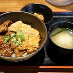 北海道マルハ酒場 - 2015.11 合盛カルビ丼大盛(750円)