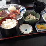 44610451 - お刺身定食には‼︎煮魚・イカのサラダ・お吸い物・ご飯・お漬け物が付いてるんだよ〜